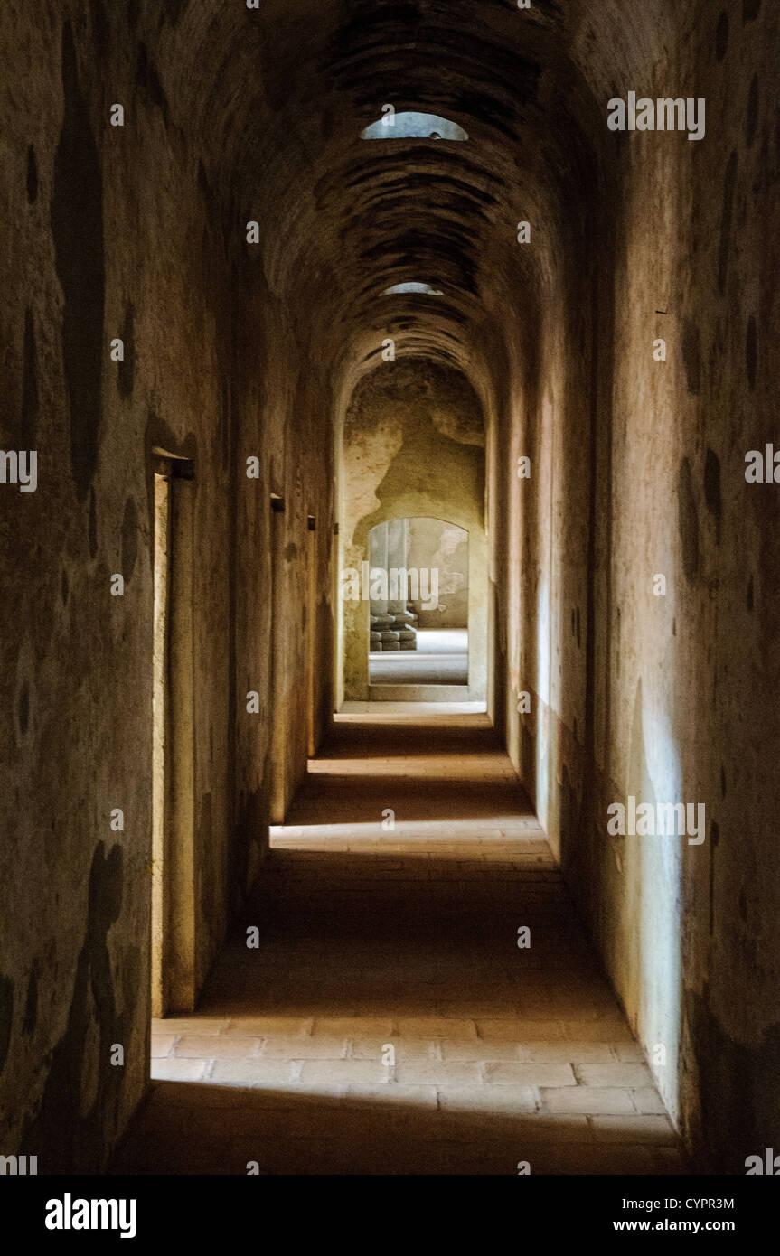 Flur von dem, was einst das Gebiet für die Beichtstühle in das Kloster und die Kirche von Santa Clara Stockbild