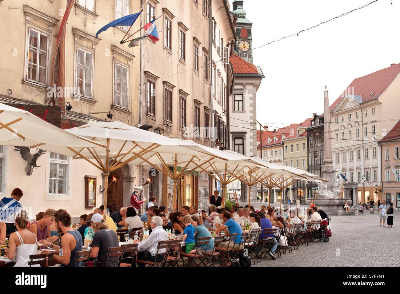Straßencafés in der Altstadt von Ljubljana, die Hauptstadt von Slowenien. Stockbild