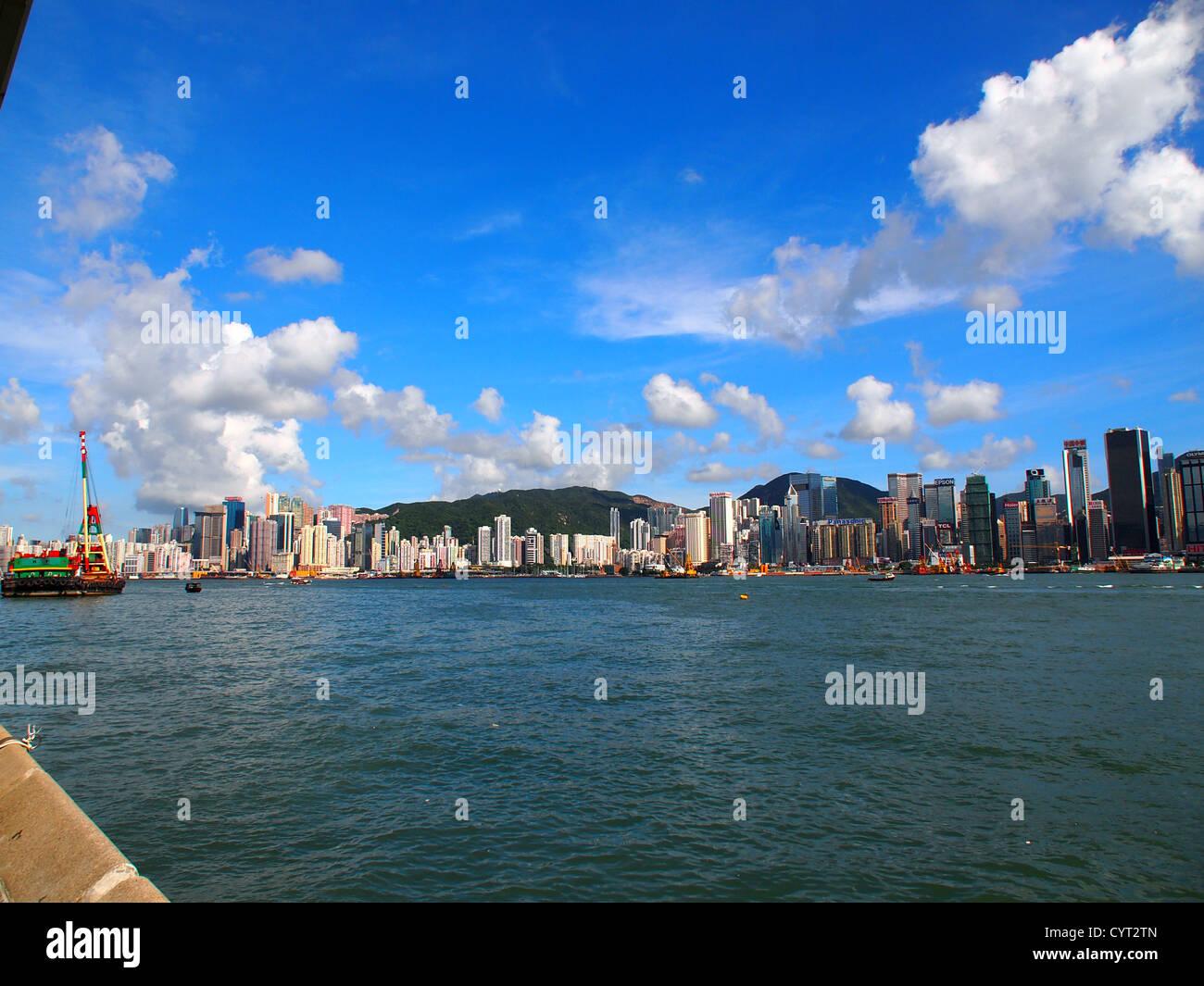 Hong Kong Skyline in der Tageszeit, zu schießen, von Tsim Sha Tsui Stockbild