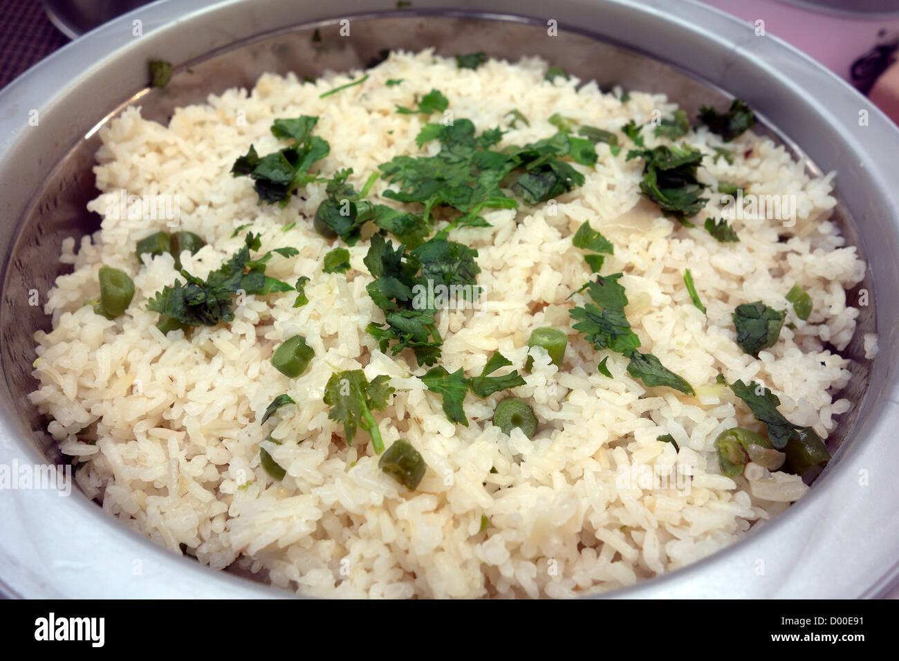 Traditionelle indische Küche Ready-to-eat Mittagessen Zeit Reis ...