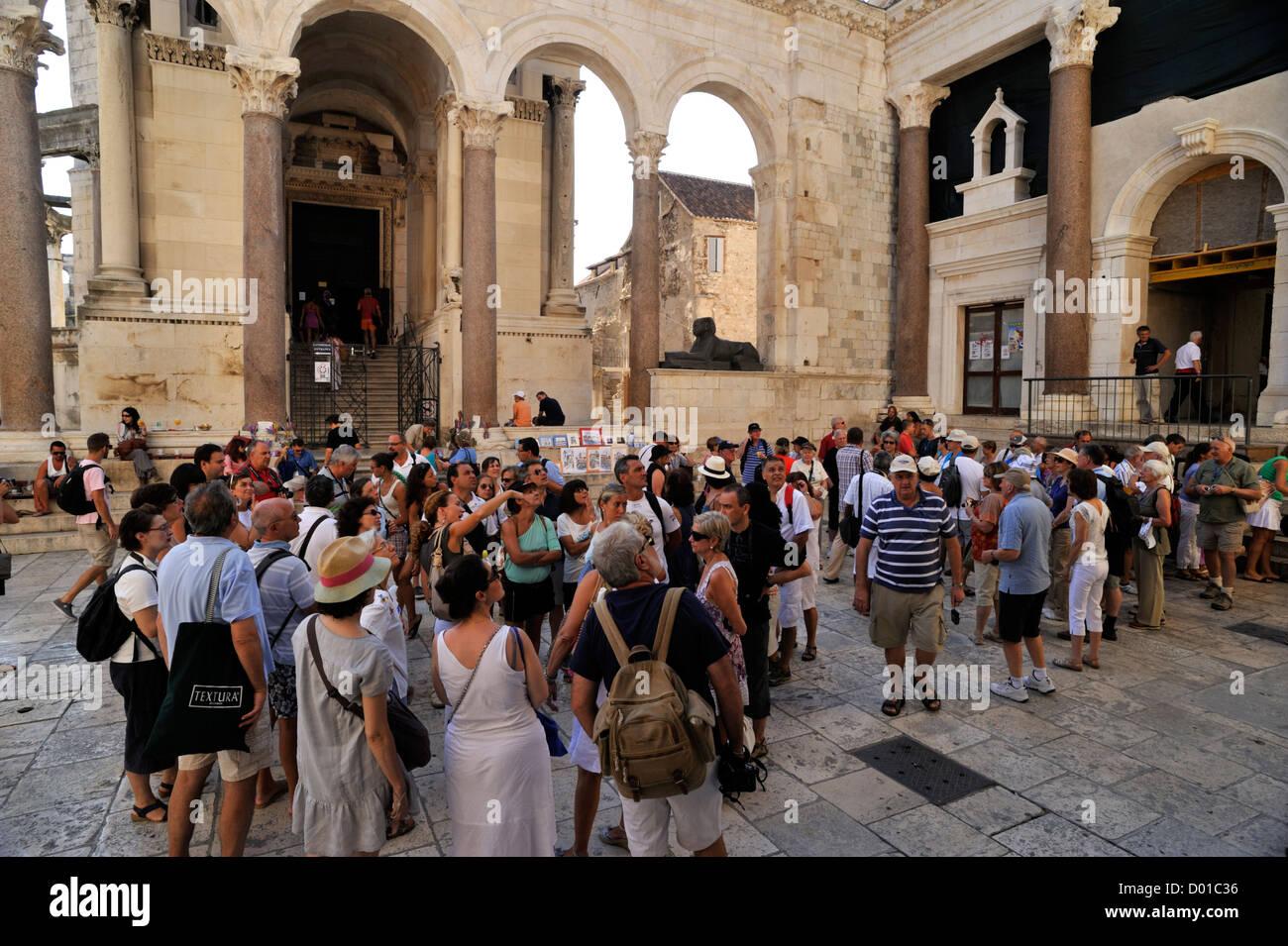 Kroatien, Split, Diokletianpalast, Touristen Stockbild