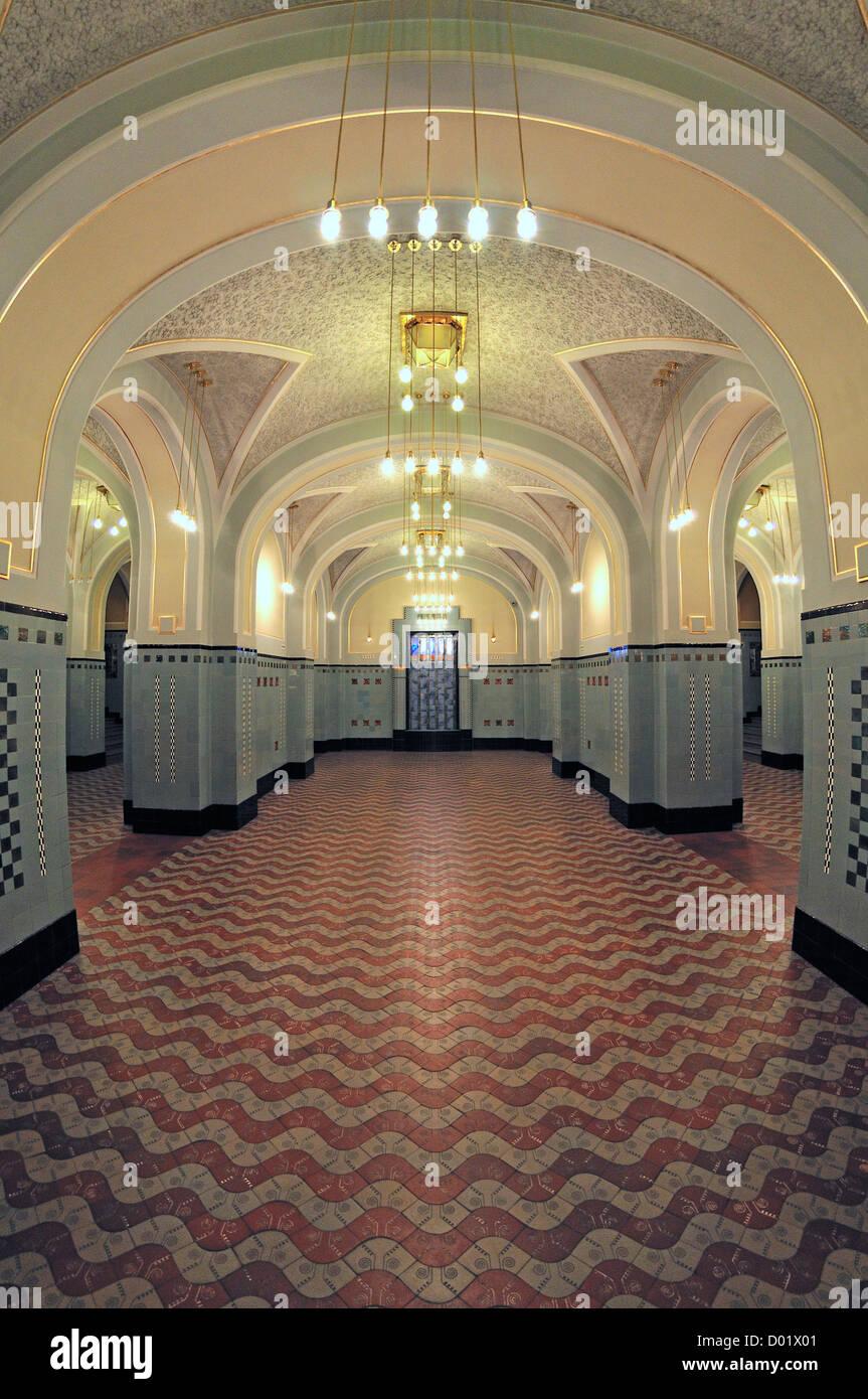 https://c8.alamy.com/compde/d01x01/prag-tschechische-republik-obecni-dum-gemeindehaus-jugendstil-interieur-untergeschoss-d01x01.jpg