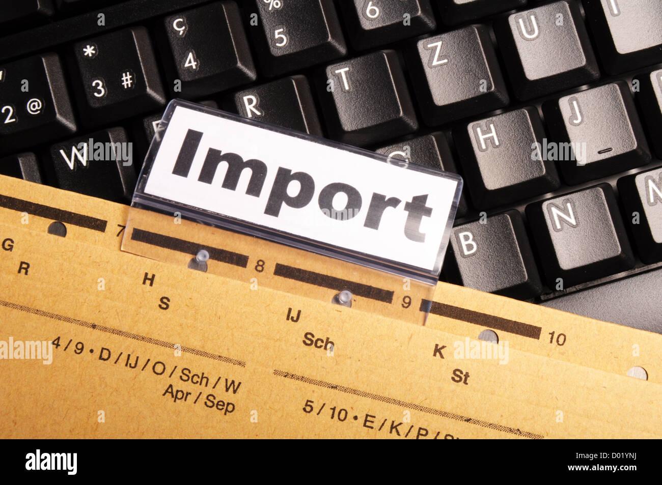 Wort auf Business-Office-Ordner zeigt internationale Handel oder Globalisierung Konzept zu importieren Stockbild