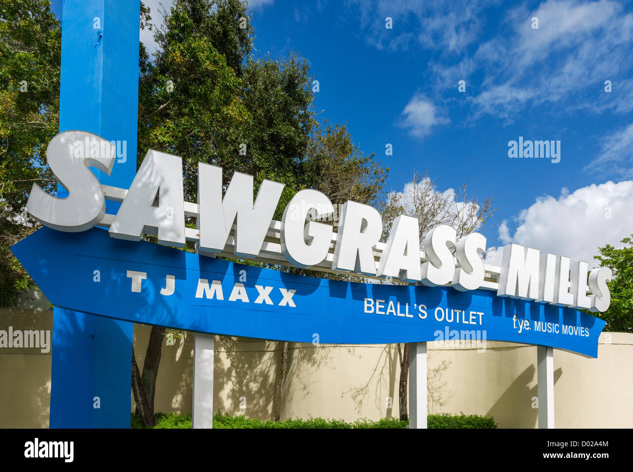 Schild am Eingang zum Sawgrass Mills shopping mall (2. Laragest in Florida), Sonnenaufgang, Broward County, Florida, Stockbild