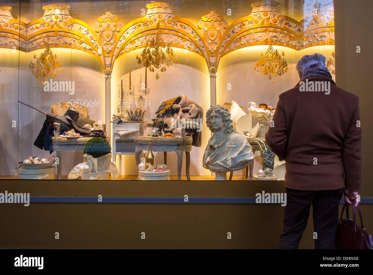 Paris, Frankreich, Mann, Weihnachts-Shopping, genießen Lichter ...