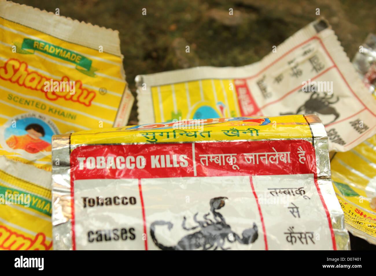 Kauen von Tabak Abdeckung Warnung Shambu khaini Stockbild