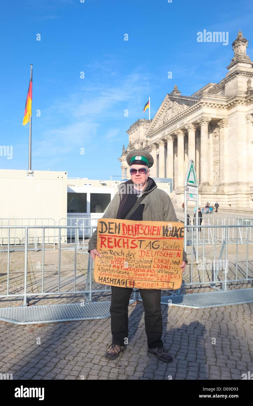BERLIN - 3. November 2011: Demonstrant vor dem Bundestag am 3. November 2011 in Berlin, Deutschland. Stockbild