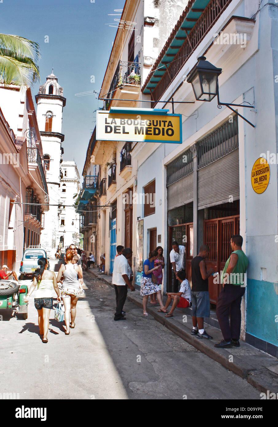 LA BODEGUITA DEL MEDIO, Cafe, Restaurant und Bar im Zentrum von Havanna, Kuba Stockbild