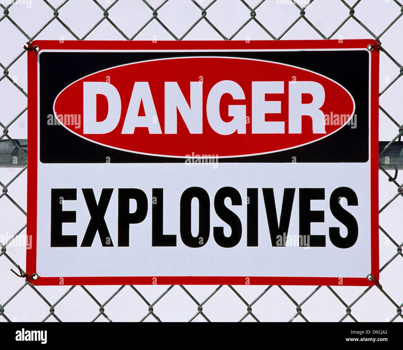Gefahr Schild Sprengstoff liegen innerhalb der Grenzen der eingezäunten Stockbild