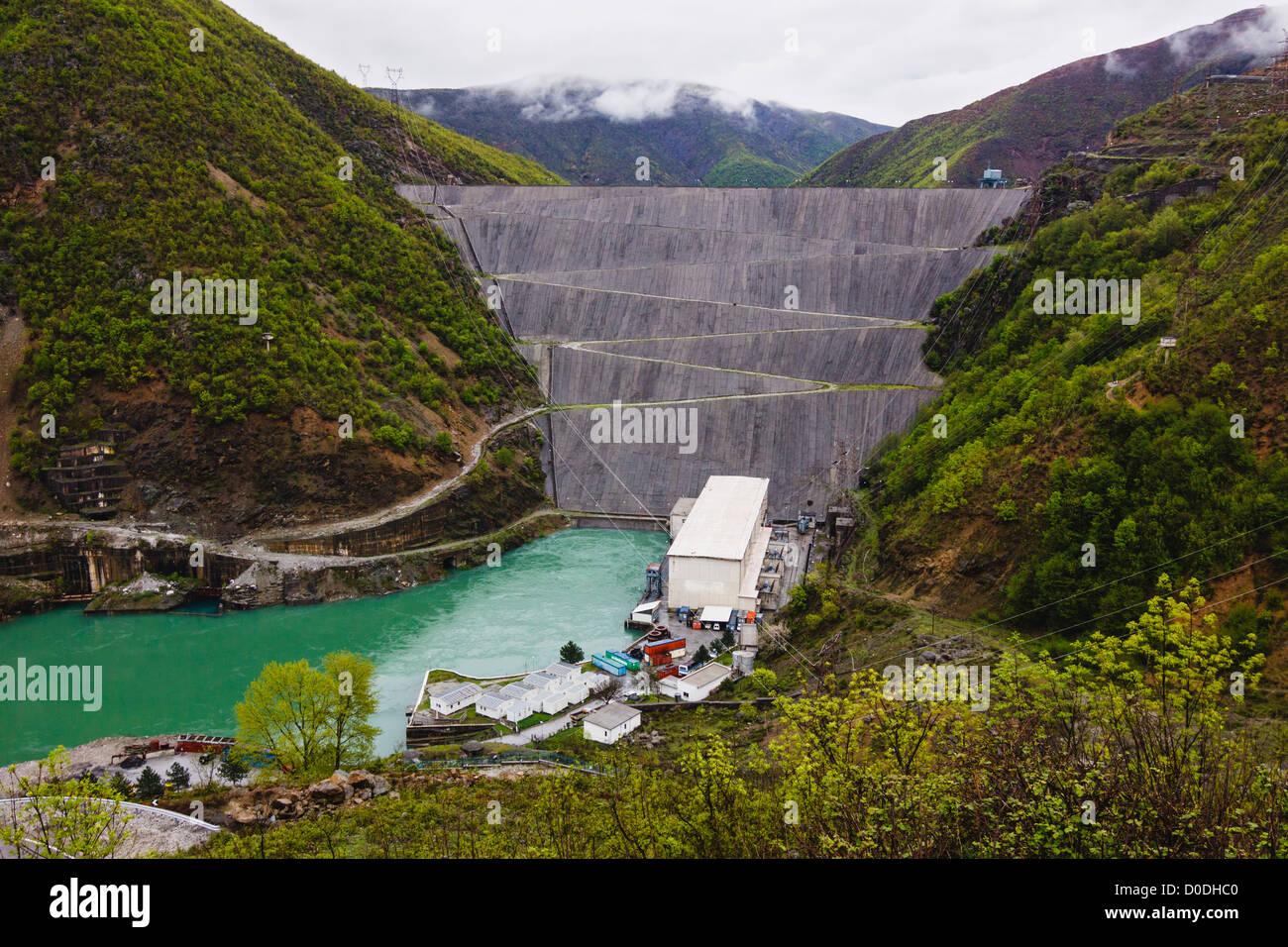 Fierza Lake Reservoir Wasserkraftwerk. Albanien Stockfoto