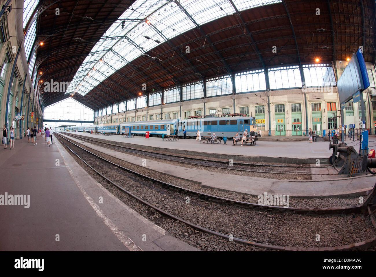 train station stockfotos train station bilder alamy. Black Bedroom Furniture Sets. Home Design Ideas
