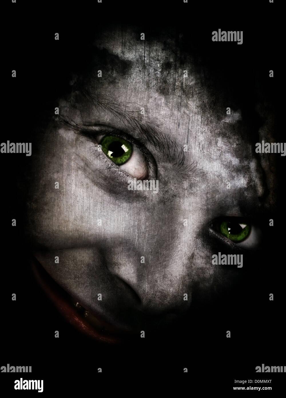 Halloween-Thema mit einem gruseligen Monster Blick in die Kamera Stockbild