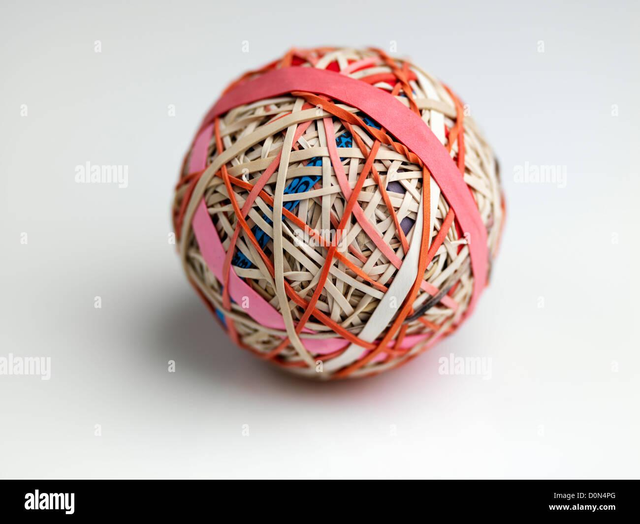 Gummiband-Ball, Kugel, bestehend aus Gummibänder übereinander gewickelt Stockbild