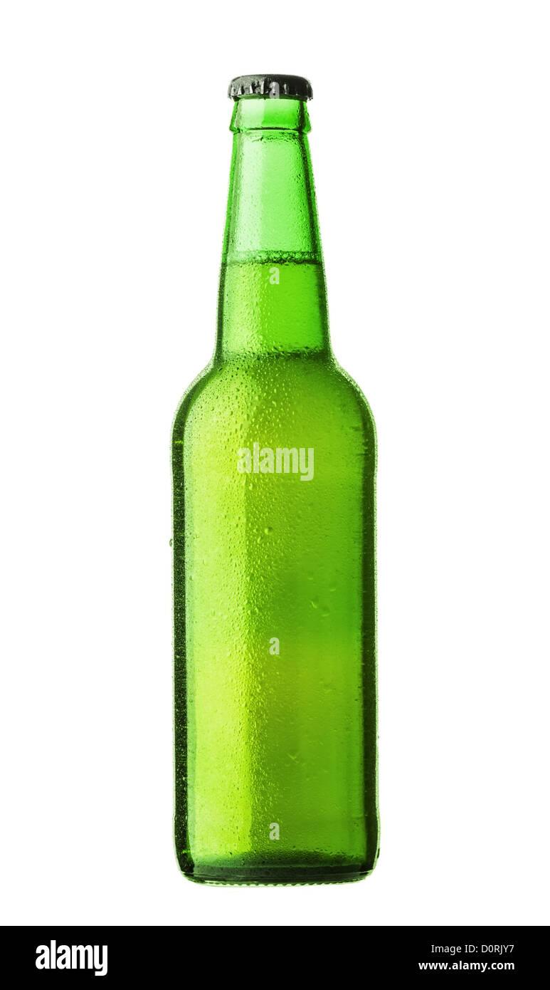 Flasche Bier mit Tropfen auf weißem Hintergrund Stockbild