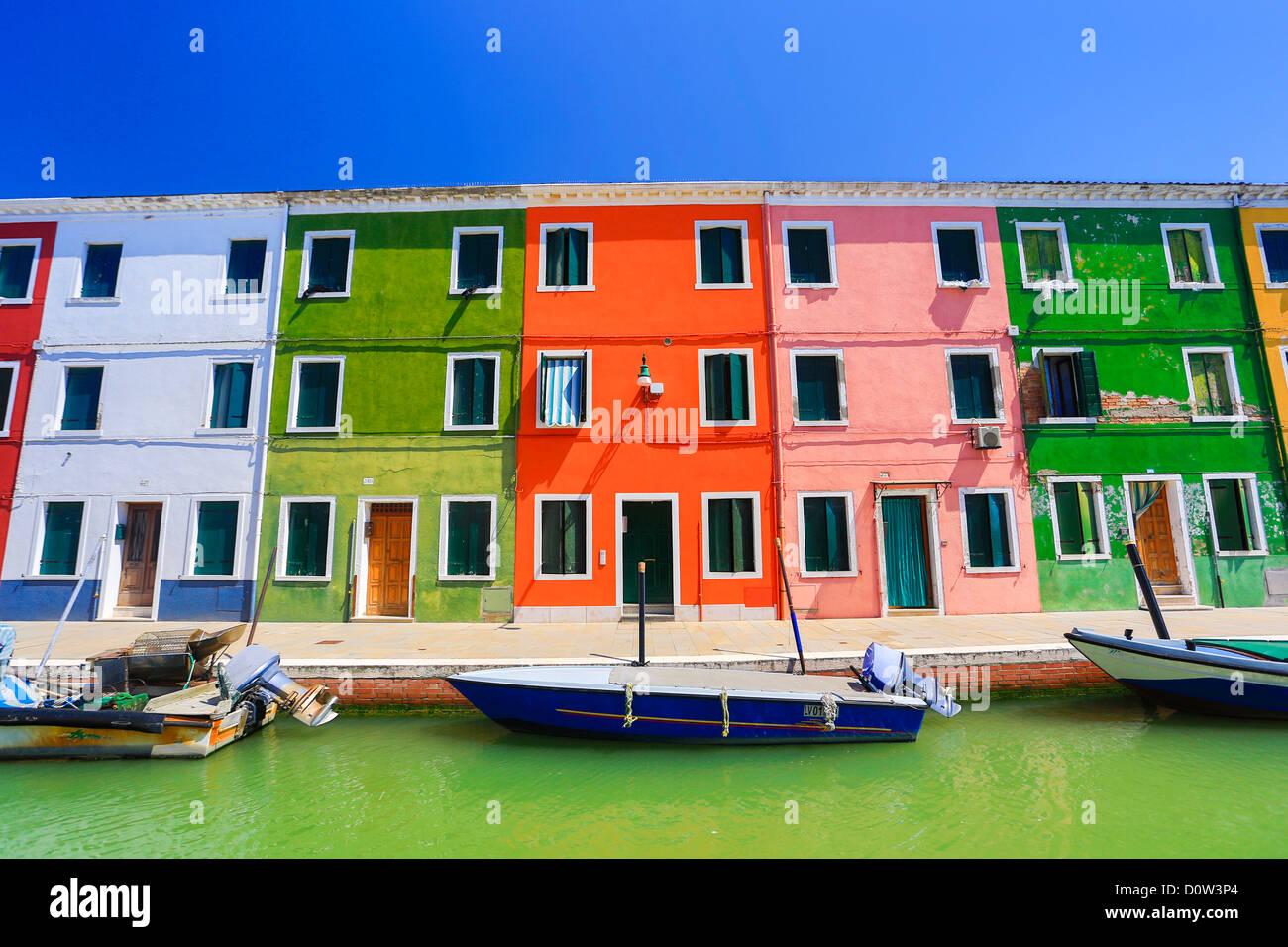 Italien, Europa, Reisen, Venedig, Burano Architektur, Boote, canal, bunt, Farben, Tourismus, Häuser Stockbild