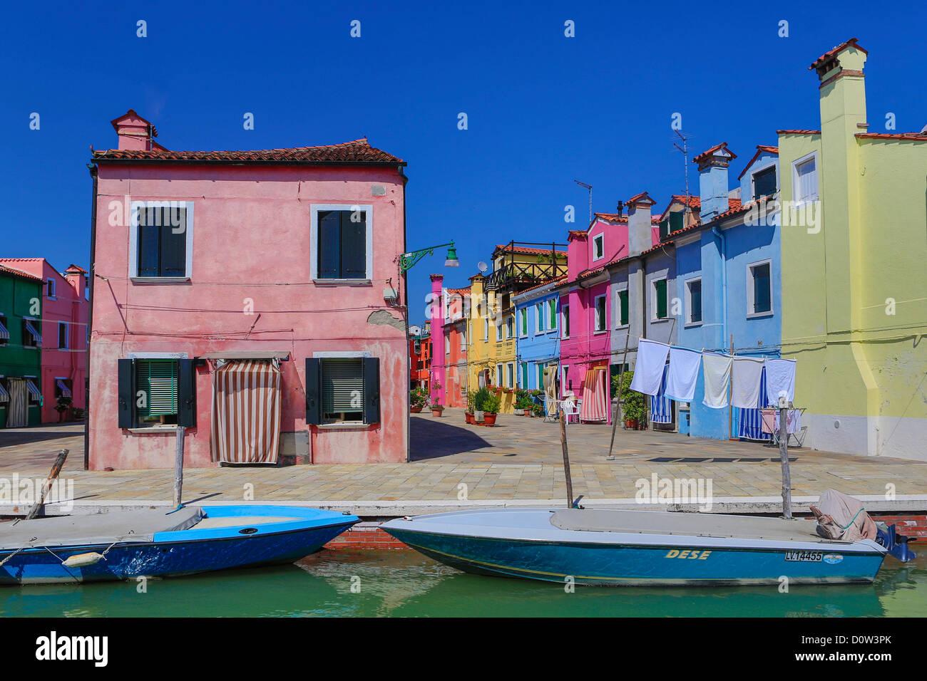 Italien, Europa, Reisen, Architektur, Boote, Burano, Kanal, bunt, Farben, Tourismus, Venedig Stockbild