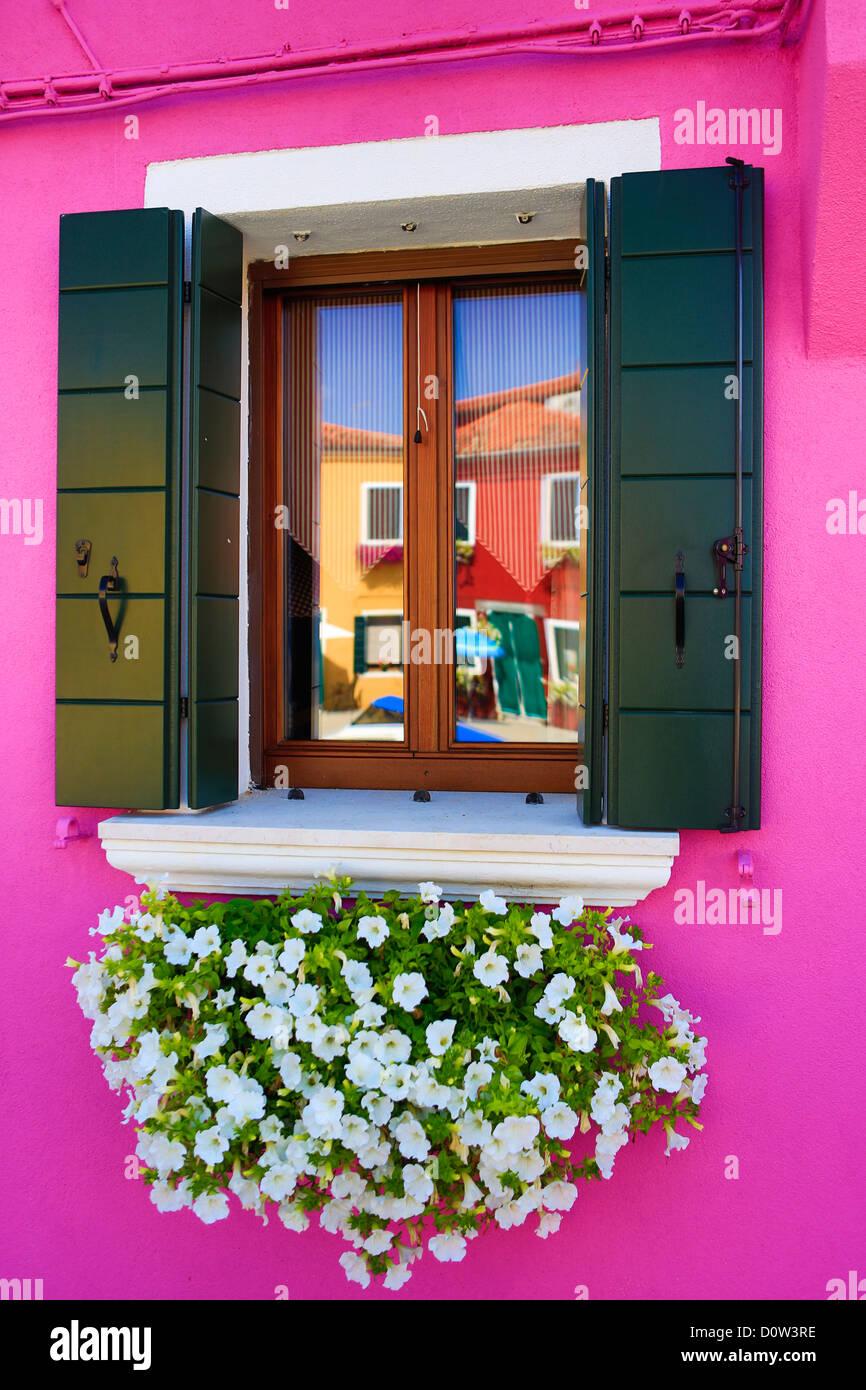 Italien, Europa, Reisen, Burano, Architektur, bunt, Farben, Tourismus, Venedig, Fenster Stockbild