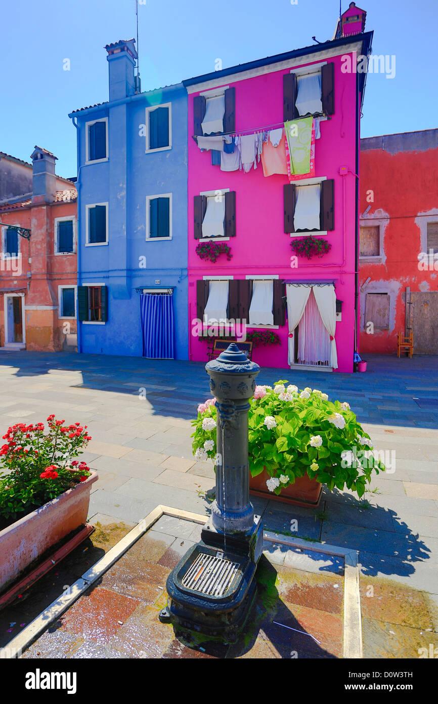 Italien, Europa, Reisen, Burano, Architektur, bunt, Farben, Tourismus, Venedig, Brunnen Stockbild