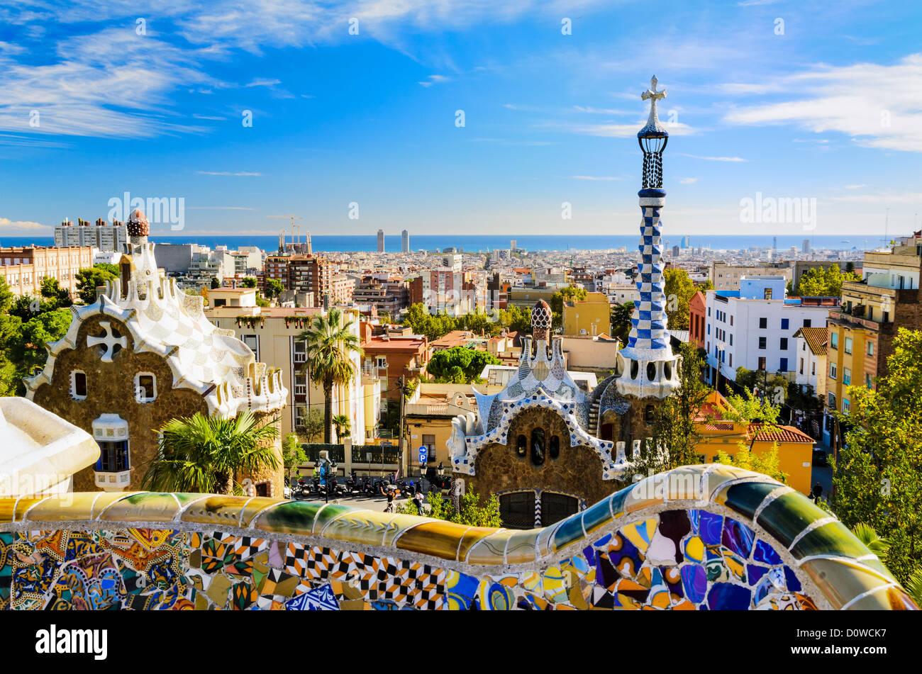 Park Güell in Barcelona, Spanien an einem sonnigen Tag Stockbild