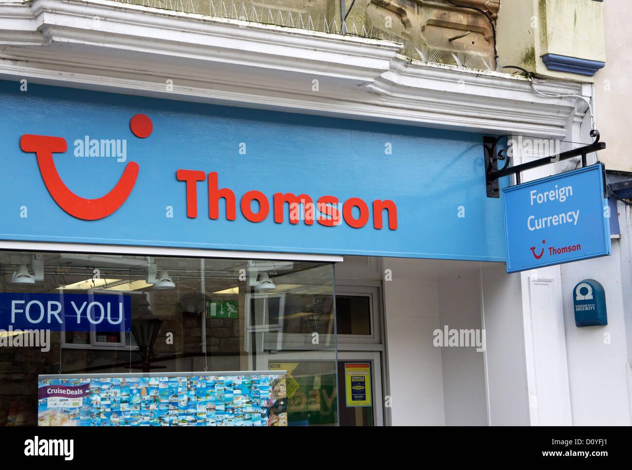 ein Thomson-Reisebüro in eine britische High street Stockbild