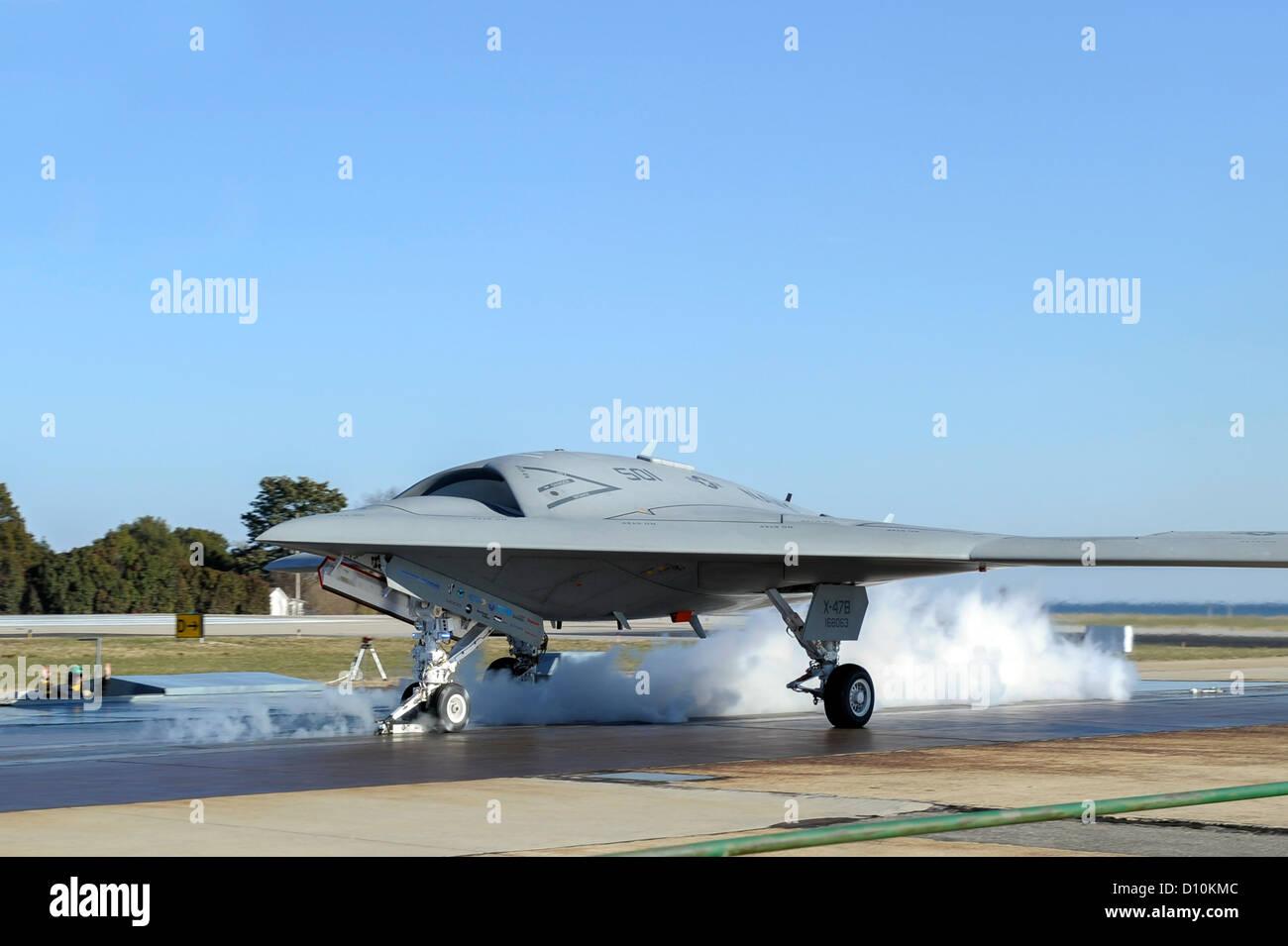 Start-Crew bereitet seinen ersten landgestützten Katapultstart X-47 b Unmanned Combat Air Systems (UCAS) Demonstrator. Stockfoto
