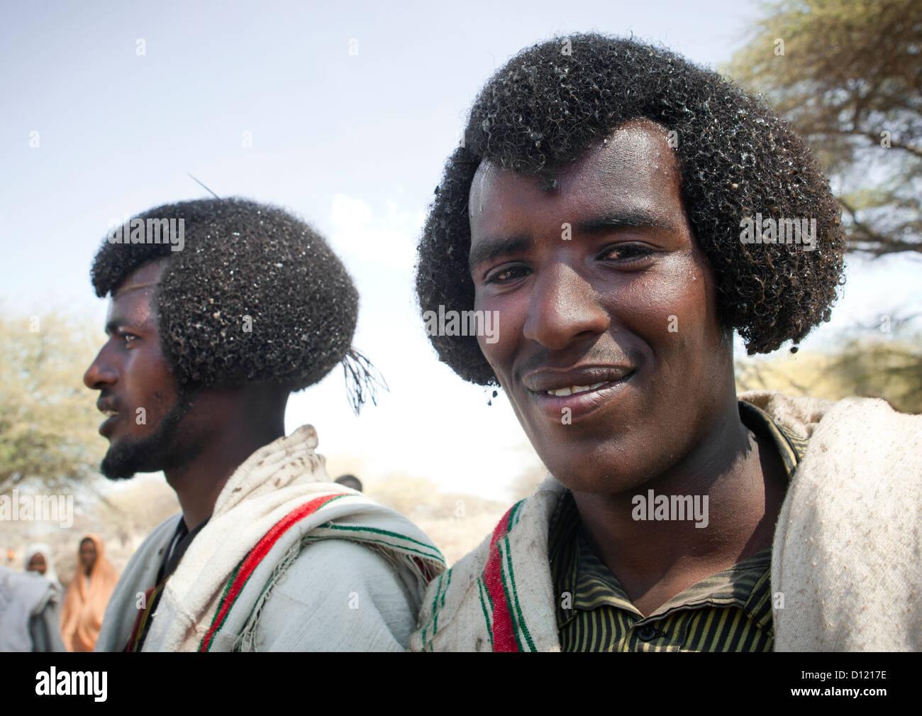 Zwei Junge Und Lächelnd Karrayyu Männer Mit Traditionellen