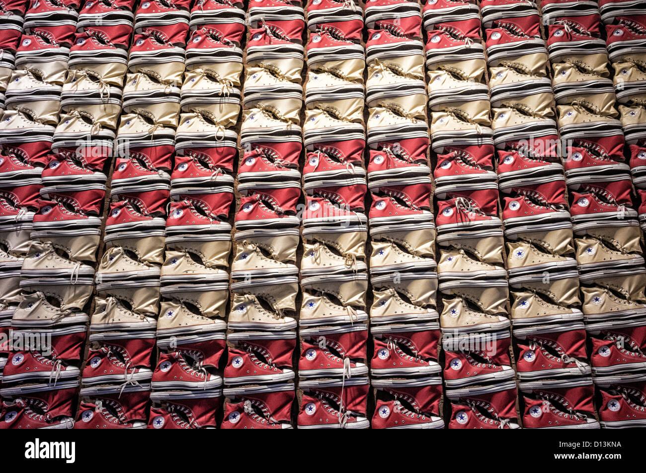 Converse Shoe Store Stockfotos & Converse Shoe Store Bilder
