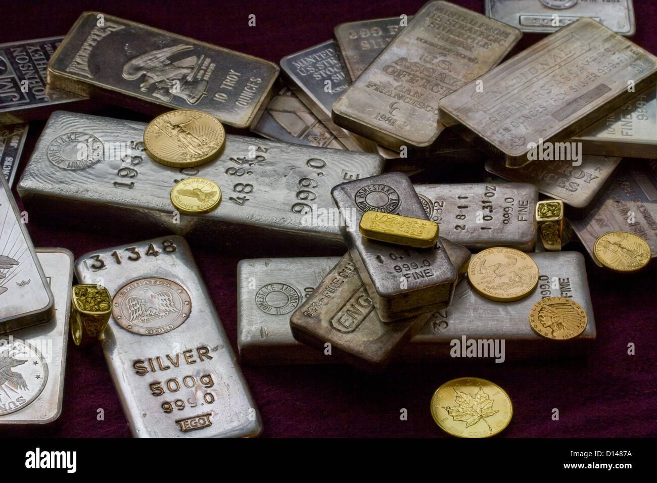 Gold Und Silberbarren Bars Barren Münzen Und Ringe Stockfoto
