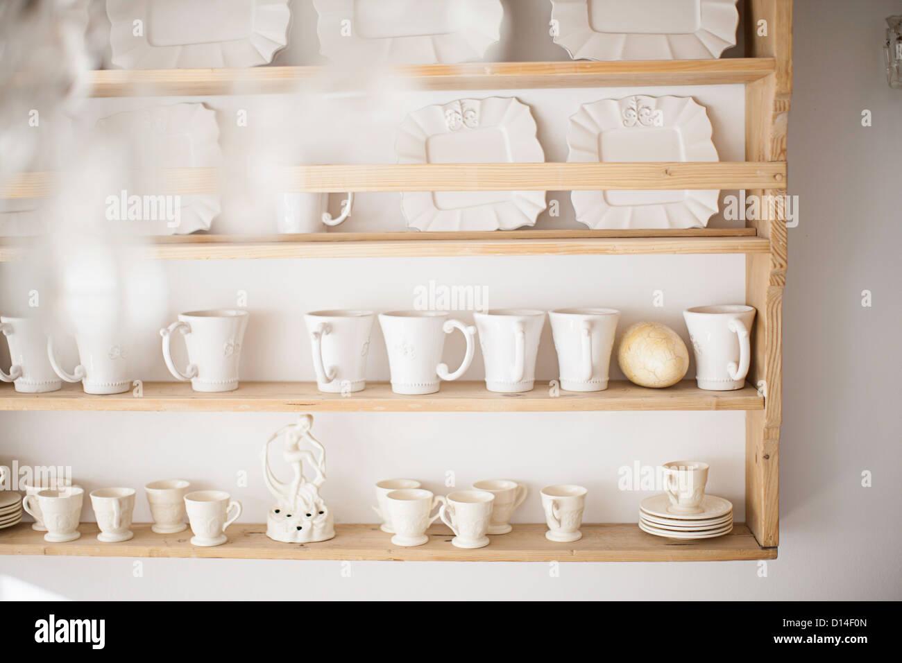 Milchkaffee Tassen Auf Kuchenregal Stockfoto Bild 52345349 Alamy