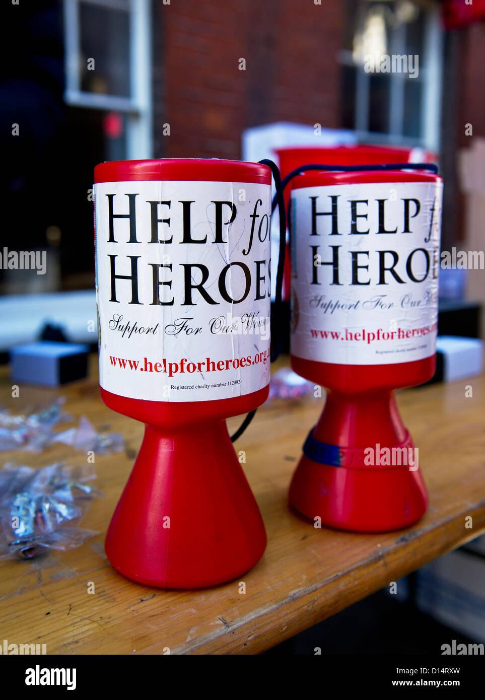 Boxen für Hilfe für Helden einen guten Zweck sammeln. Stockbild