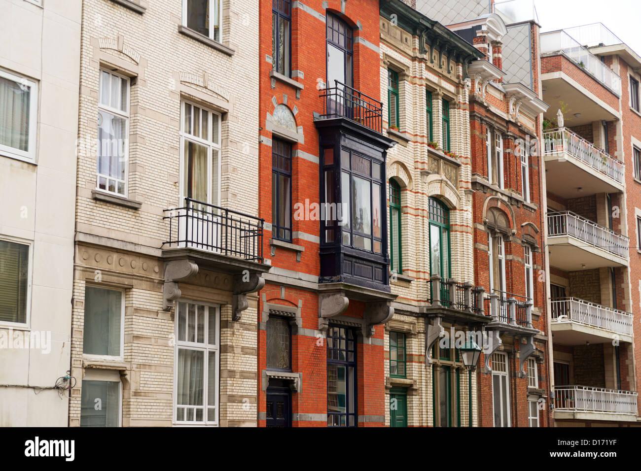 Detailansicht der Stadthäuser und Wohnungen in der Stadt Brüssel ...