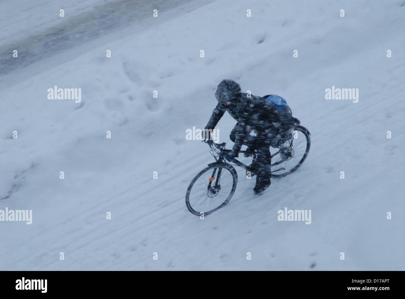Kaltem Wetter Biken. Stockbild
