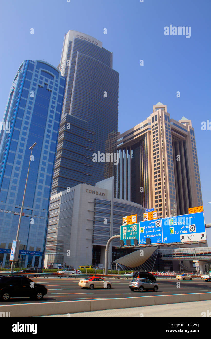 Dubai VAE Vereinigte Arabische Emirate v.a.e. Middle East Trade Zentrum Sheikh Zayed Road Englisch Arabisch Sprache Stockbild