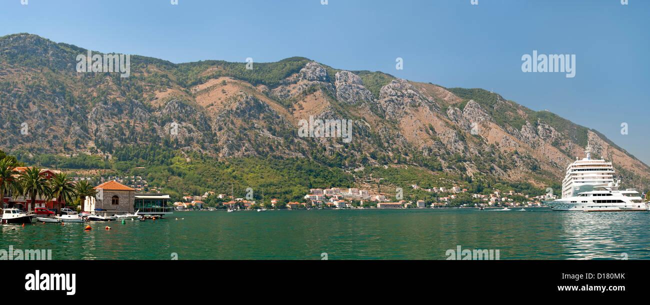 Panoramablick auf die Bucht von Kotor in Montenegro. Stockbild
