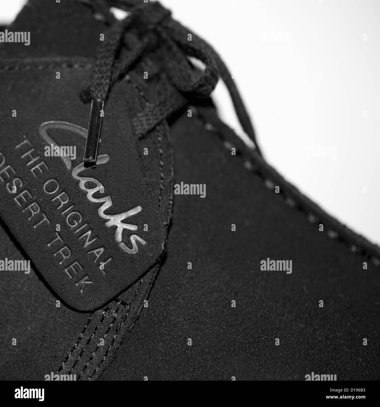 Nahaufnahme von einem schwarzem Veloursleder Clarks Desert Trek Schuh Stockbild