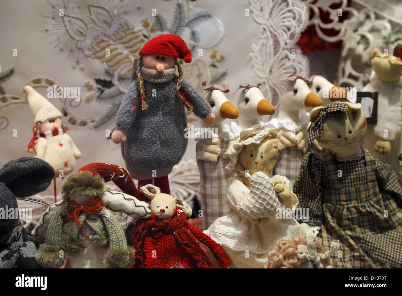 christmas decorations in window display stockfotos. Black Bedroom Furniture Sets. Home Design Ideas