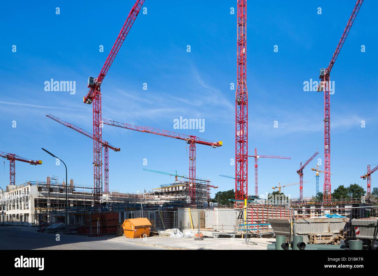 Krane auf der Baustelle Stockbild