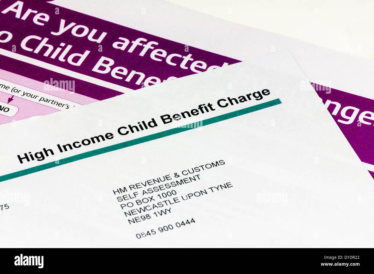 Brief von HMRC zu hohen Einkommen, die Warnung über die Reduzierung des Kindergeldes für alle Einkommen über £50.000 Stockfoto