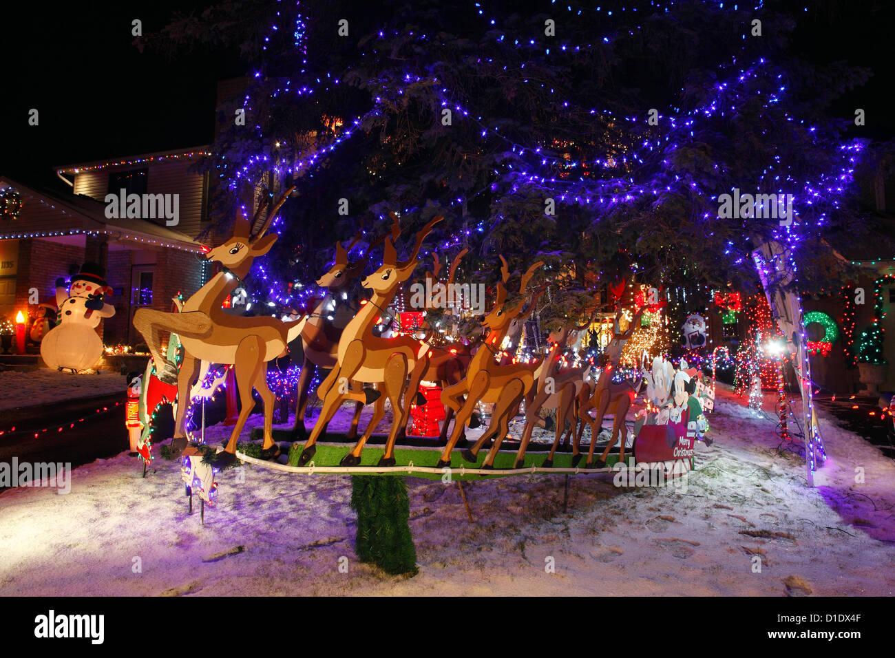 Weihnachtsbeleuchtung Schlitten Rentiere.Christmas Lights Reindeer Sleigh Stockfotos Christmas Lights