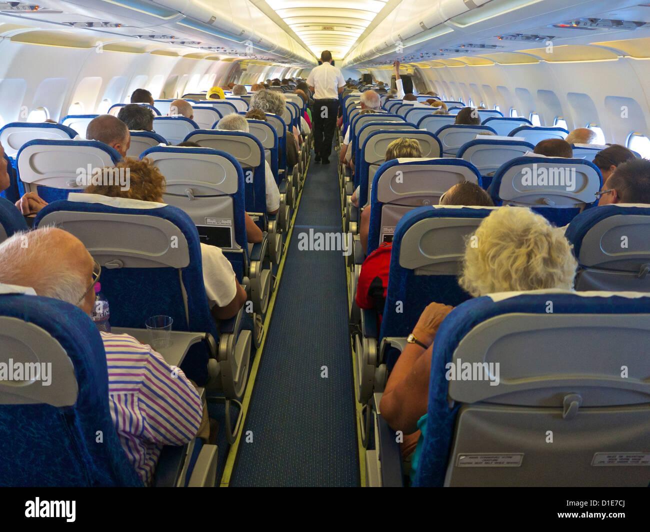 Airbus A320 Flugzeug Innenkabine mit Passagieren, Frankreich, Europa ...