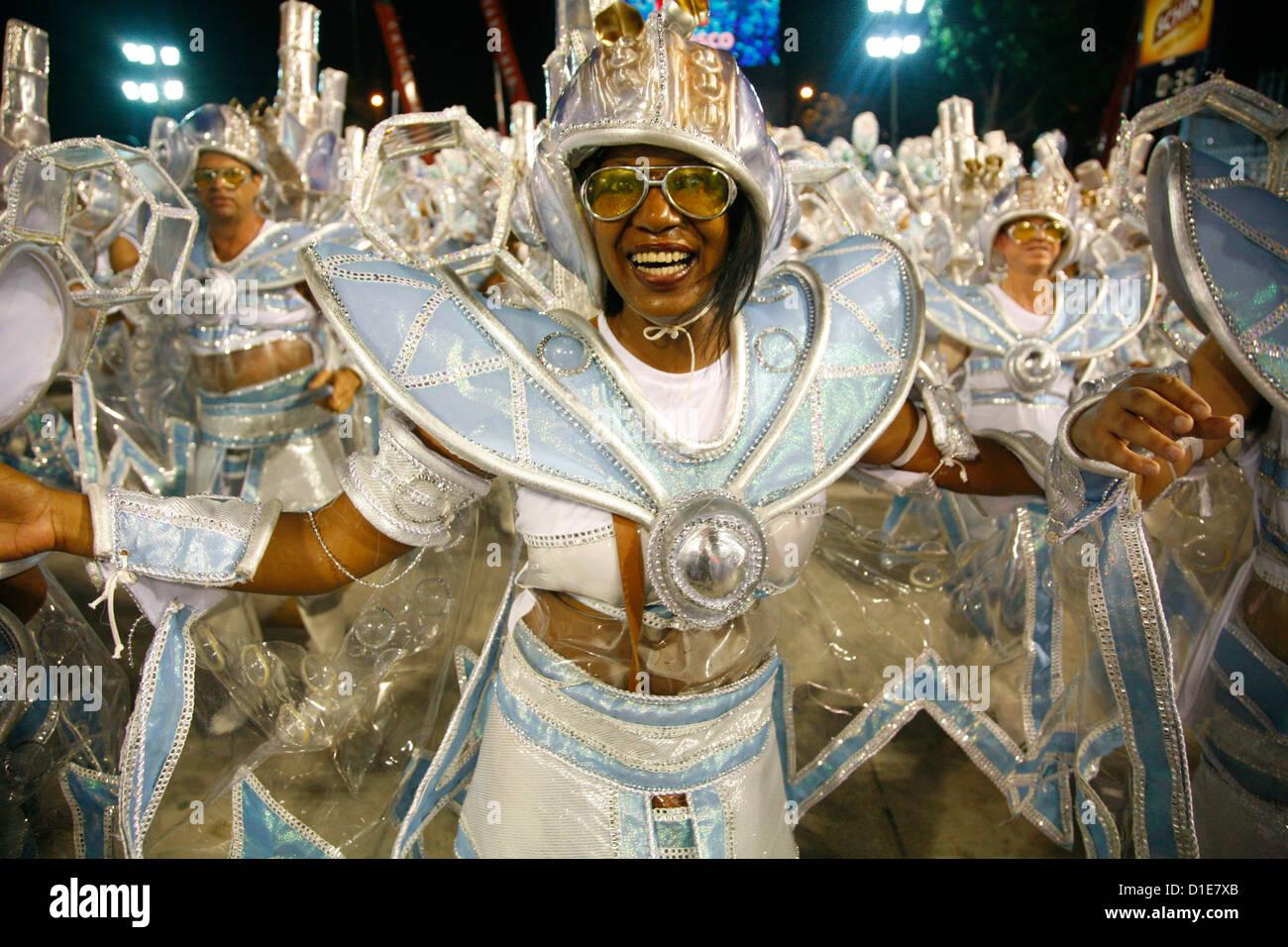 Karnevalsumzug in die Sambodrome, Rio De Janeiro, Brasilien, Südamerika Stockfoto