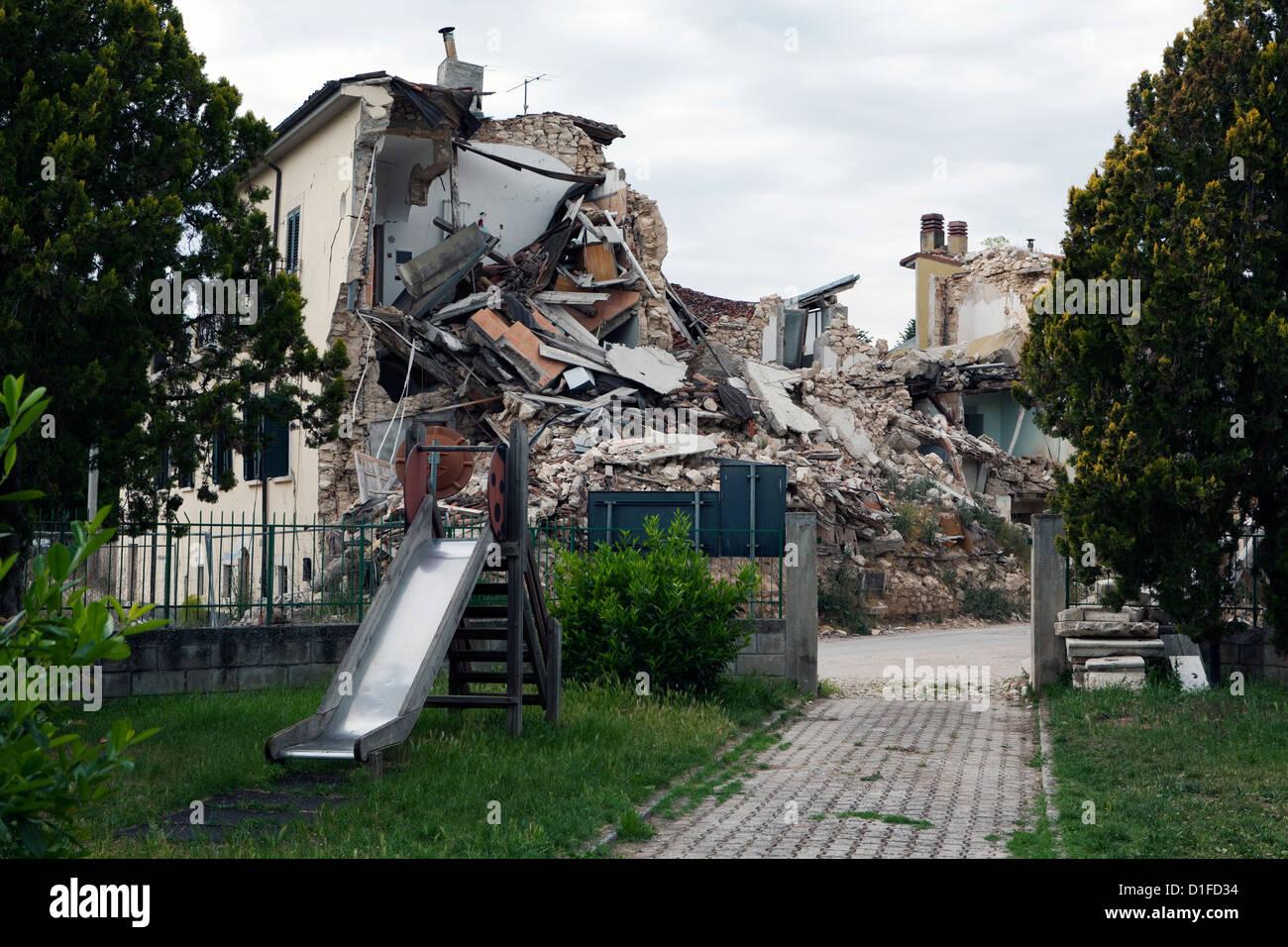 Onna zeigt Erdbeben Schäden, Aquila, Abruzzen, Italien, Europa Stockbild