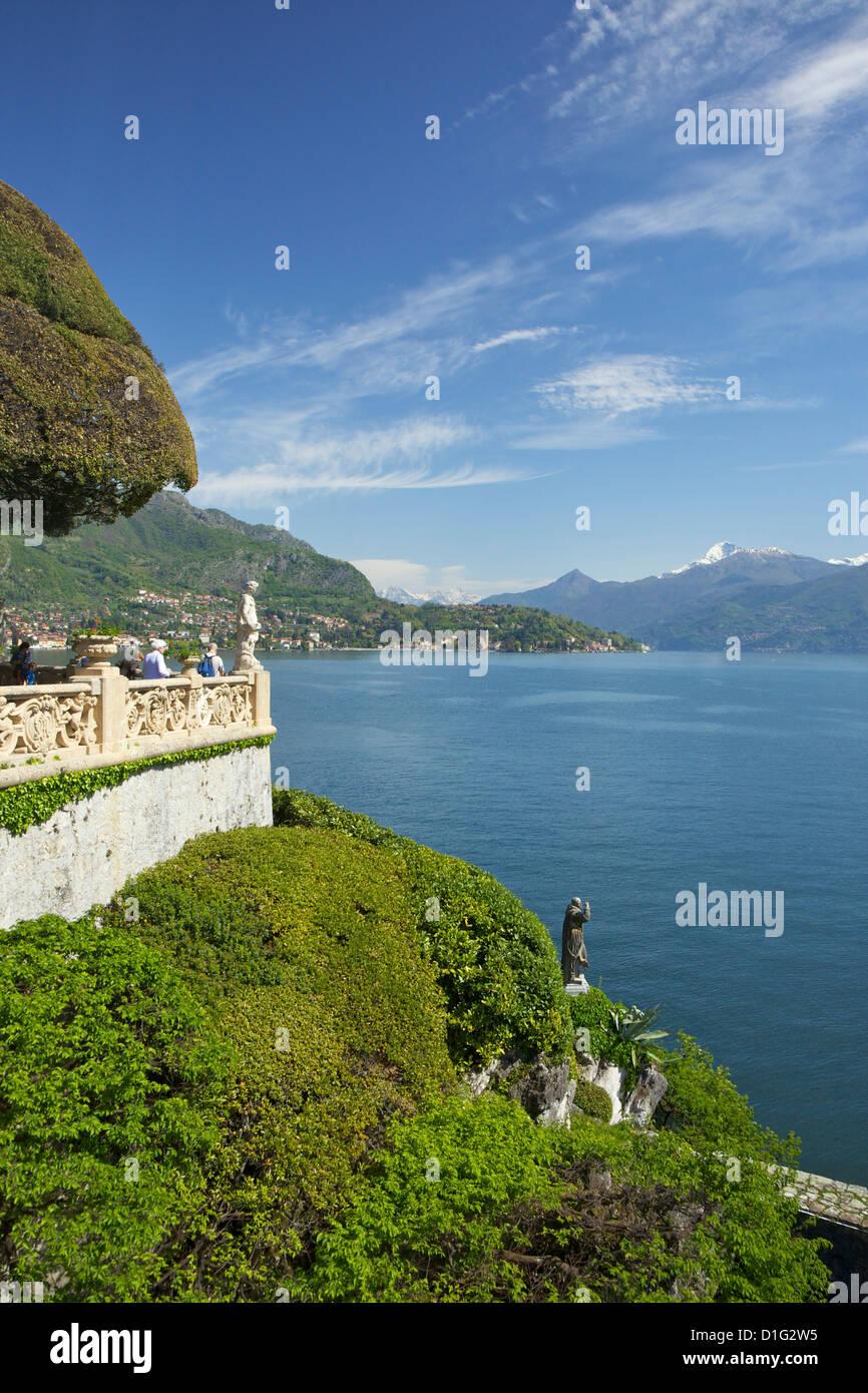 Gärten von Villa del Balbianello auf Punta di Lavedo in Frühlingssonne, Lenno, Comer See, italienische Stockbild