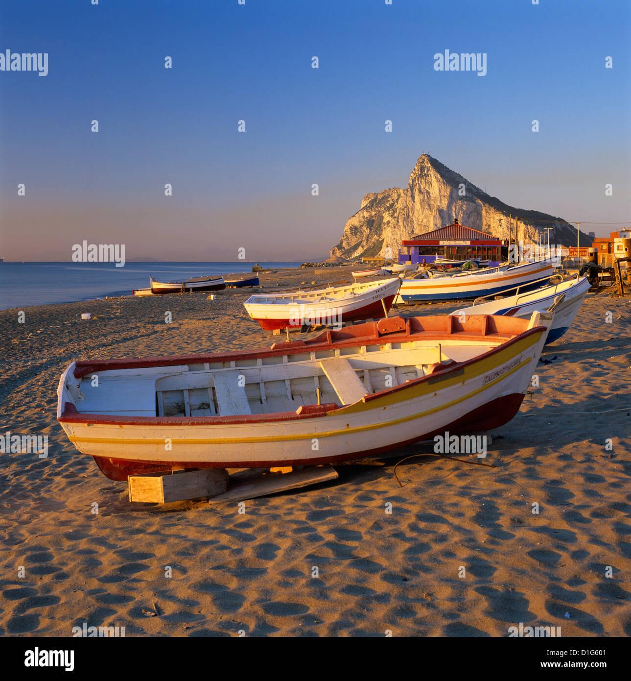 Gibraltar gesehen am Strand, La Linea, Andalusien, Spanien, Mittelmeer, Europa Stockbild