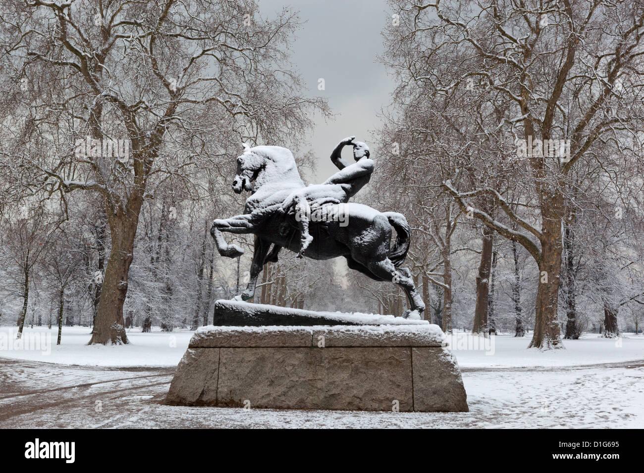 Physische Energie-Statue im Winter, Kensington Gardens, London, England, Vereinigtes Königreich, Europa Stockbild