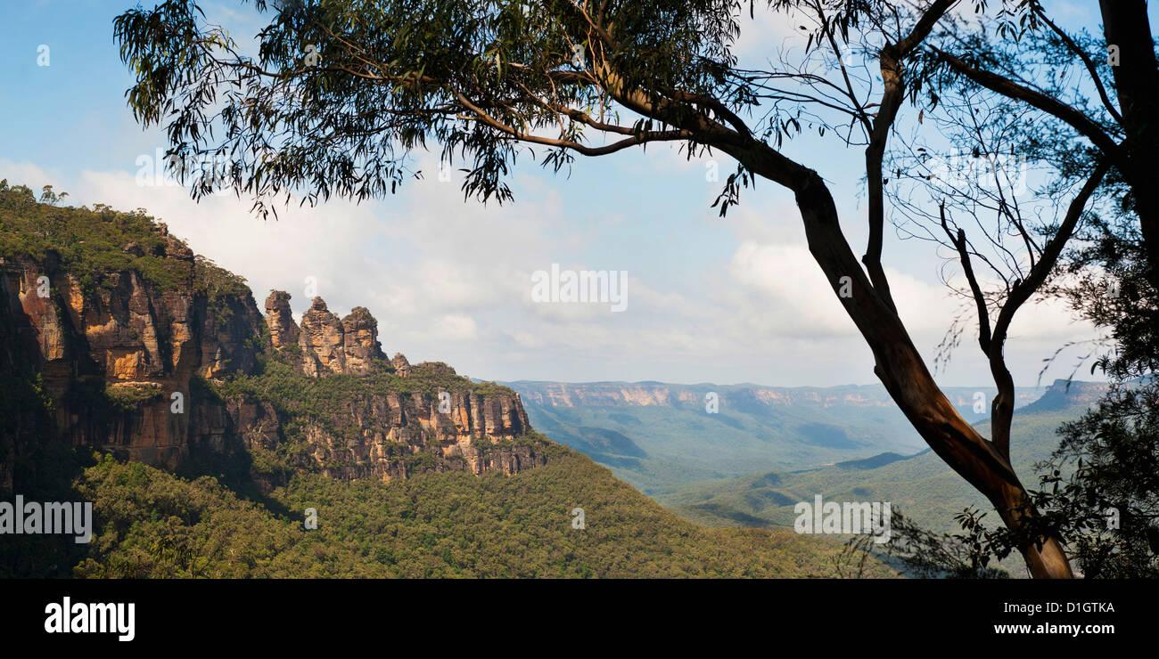 Panorama-Foto von den drei Schwestern, Blue Mountains, Katoomba, New South Wales, Australien, Pazifik Stockbild