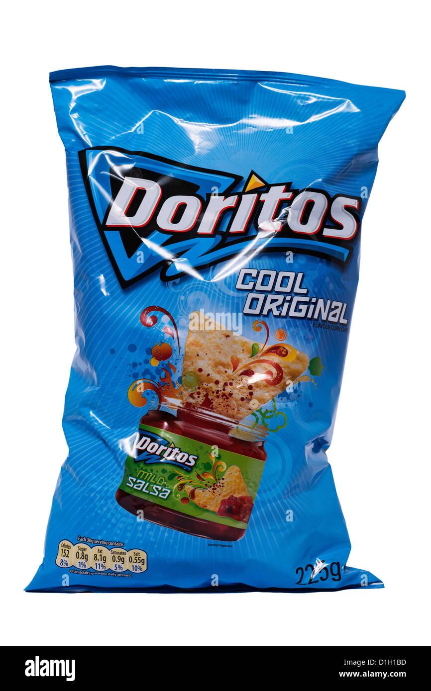 Ein Paket von coolen original Doritos auf weißem Hintergrund Stockbild