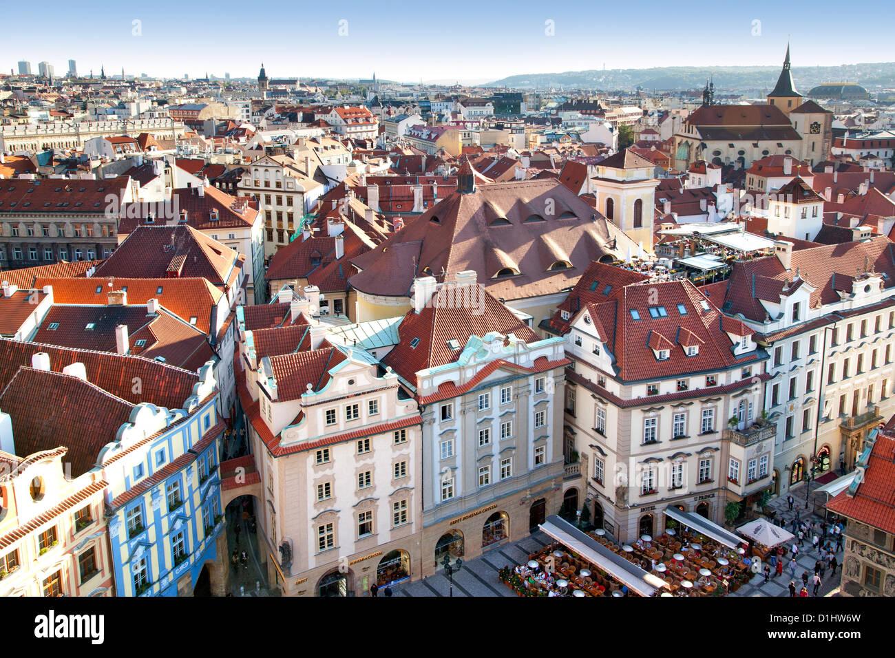 Blick über die Dächer der Altstadt und Teile von Jizchak Nám?stí (Altstädter Ring) in Prag, Stockbild