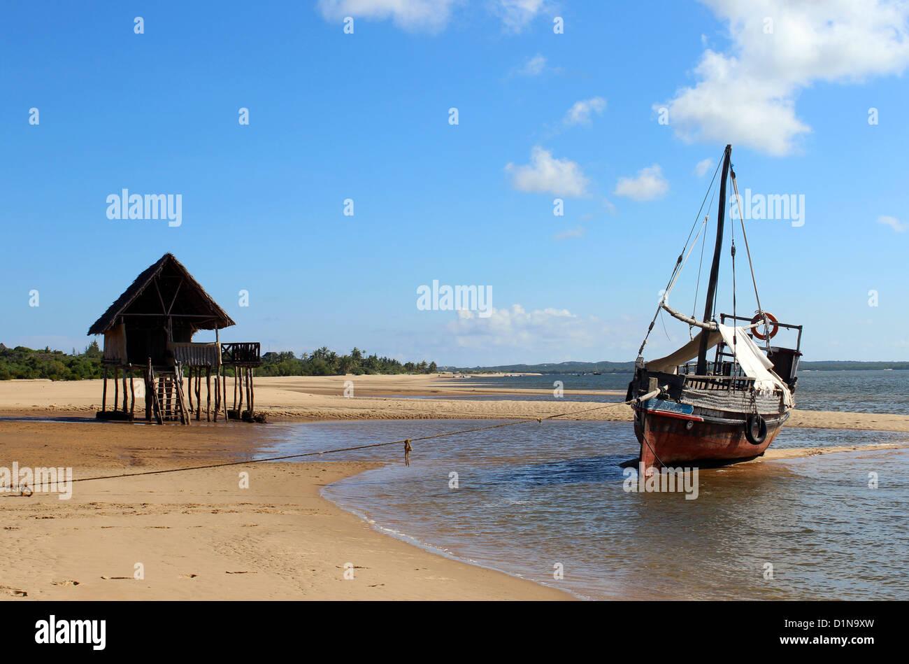Strand und Ufer vorne an der Kipungani Explorer Beach Resort, Insel Lamu, Kenia, Ostafrika Stockbild