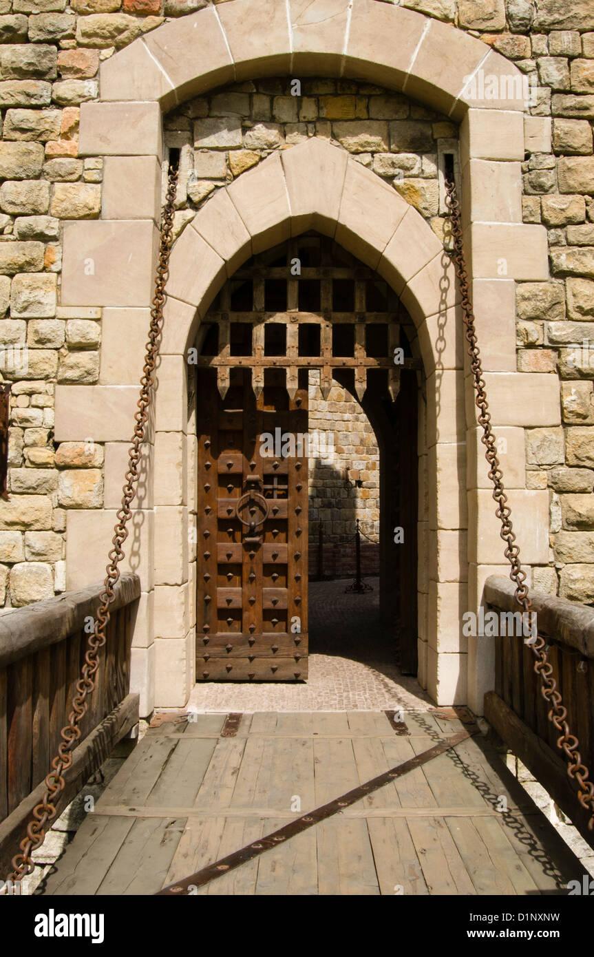 Burg Zugbrücke Tür des Castello Di Amorosa, Napa Valley, Kalifornien ...